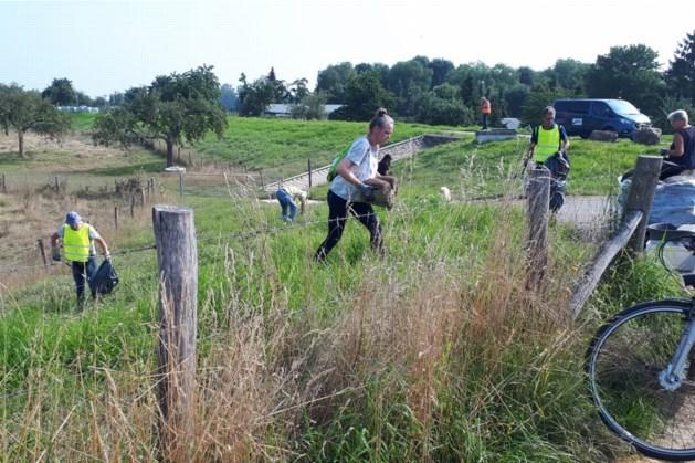 Groep vrijwilligers maakt Meers schoon