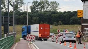 Brug over de Maas naar Maaseik 'ziet er niet best uit' en blijft nog even dicht voor zwaar verkeer