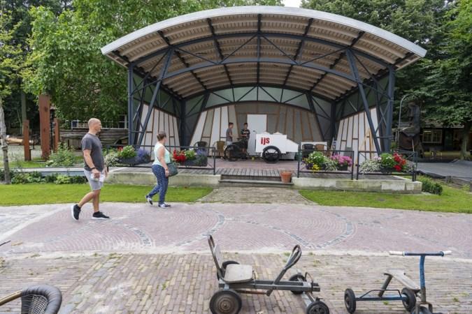 Ambachtslieden van de Eynderhoof in Nederweert-Eind bouwen stug door