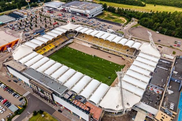 Natuurgras in Parkstad Limburg Stadion bijna helemaal gelegd