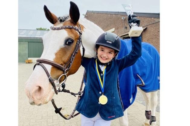 Tess Buurman (11) uit Roggel en haar pony Arkan zijn Limburgs kampioen