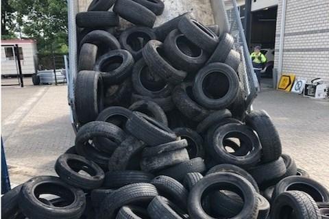 Teller van gedumpte autobanden in Beek loopt op: 250 stuks in paar weken tijd