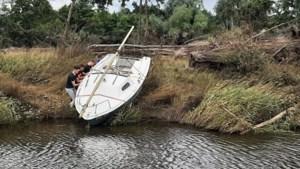 Vriendengroep Beesel stelt aangespoelde zeilboot veilig en speurt nu naar de eigenaar van 'Lizzy'