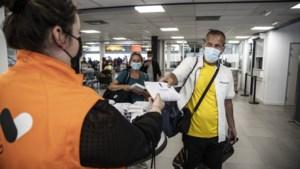 GGD deelt zelftesten uit op vliegveld Beek: 'Ik heb geen klachten, maar je weet maar nooit'