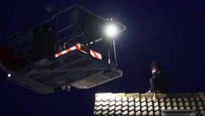 Brandweer redt jonge vrouw van dak in Haaren, ze was haar huissleutels vergeten