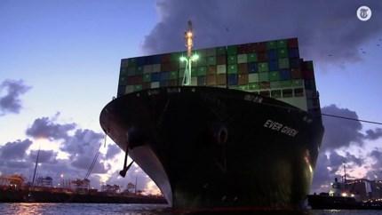 Video: 'Blokkeerschip' Ever Given aangekomen in Rotterdamse haven