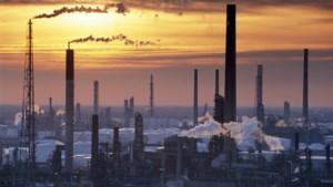 Shell beloont aandeelhouders na gunstig halfjaar, maar benzineprijs kruipt richting 2 euro