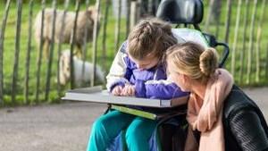 'Toegankelijke uitjes in eigen land' handig naslagwerk voor rolstoelgebruikers die er graag op uit willen
