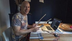 Geleense drummer Jos ontwerpt uniek muziekinstrument voor kinderen met meervoudige handicap: computergestuurde stokken