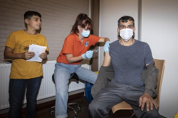 Autohandelaar met volle agenda laat zich snel vaccineren in pop-uppriklocatie op de Donderberg