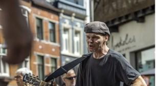 Populaire straatmuzikant Remco van de Vorst (56) alias 'de Bob Dylan van Sittard' overleden