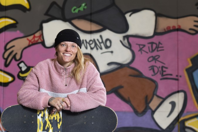 Skateboardster Candy Jacobs juichend uit quarantainehotel in Tokio