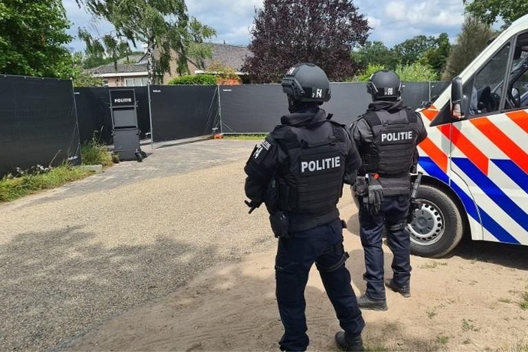 Politie stuit in Nederweert op grootste productielocatie crystal meth in Nederland