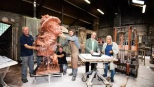 Maasbracht eert beroemde zoon Pierre Cnoops met standbeeld