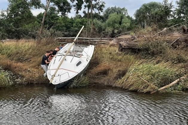 Aangespoelde boot 'Lizzy' in Beesel terug bij eigenaar