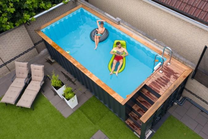 Zwemmen in een zeecontainer in je tuin: 'Het vullen ervan duurde twee dagen'