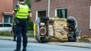 Auto belandt op zijkant naast woning; vrouw aangehouden na blaastest