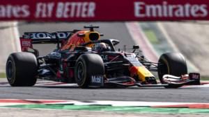 Pechvogel Verstappen ziet Hamilton WK-leiding overnemen na knotsgekke race