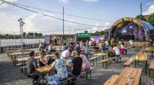 'Ouderwets' dansen langs de Maas in Venlo bij festival Aan de Waterkant: 'Dit is 'as good as it gets''
