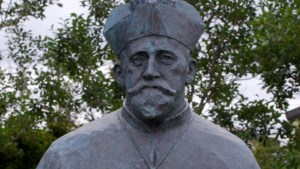 Martin Meulenberg uit Hillensberg liet een kerk bouwen op IJsland en kreeg een standbeeld naast de ingang