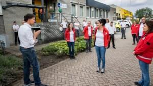 Vrijwilligers van het Rode Kruis helpen zelfs als hun eigen kelder dreigt onder te lopen