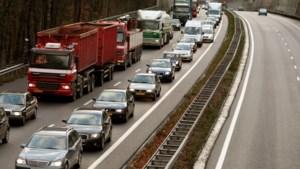 Ongeluk op A76 bij knooppunt Ten Esschen, snelweg dicht en flinke file