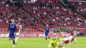 Perr Schuurs draagt met prachtgoal bij aan overtuigende Ajax-zege op Premier League-club