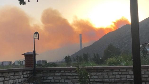 In Turkije blijven de branden maar woeden, Anouk (40) uit Beek moest in paniek vluchten uit Turks hotel