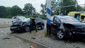 Een gewonde bij botsing met twee auto's in Venlo