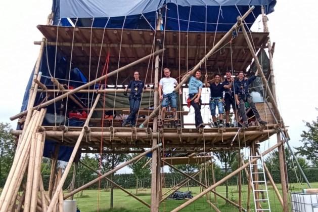 Zes dagen op hoogte: bevriende scouting uit Heerenveen schiet St. Franciscus Valkenburg te hulp met ludieke actie