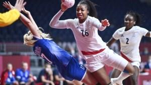 Franse handbalvrouwen volgen Franse mannen en pakken ook goud