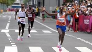 Sensatie op de marathon, Nederlander Nageeye pakt zilver en helpt Belgische vriend aan brons