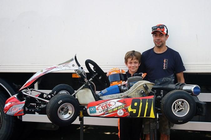 Piepjonge snelheidsduivels Ties (10) en Finn (9) mogen Max achterna racen zo lang ze willen