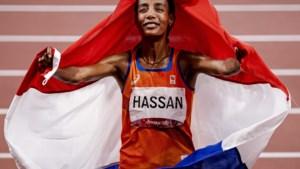 Trotse Sifan Hassan kan na weken stress eindelijk ontspannen: 'Ik werd hier elke ochtend zenuwachtig wakker'