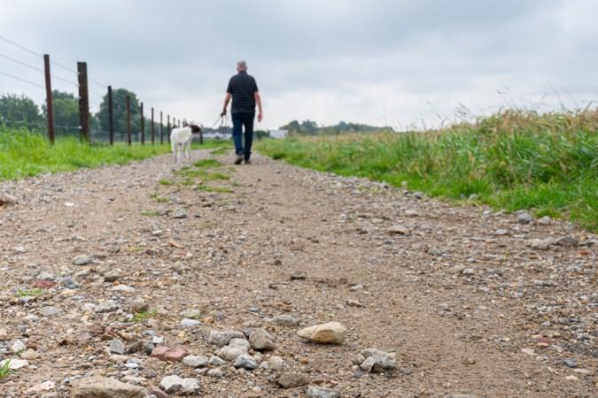 Bouwpuin met afval op wandelpad in Puth, hondjes gewond door scherven