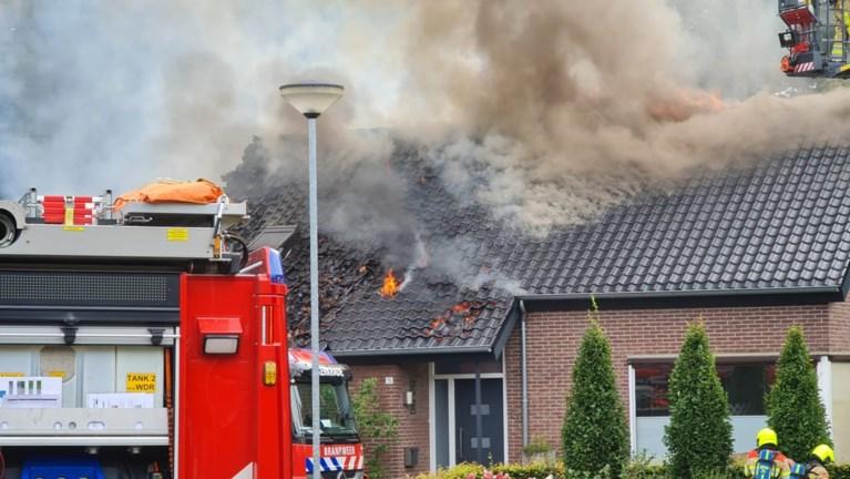Felle brand in woning Voerendaal, hulpdiensten massaal aanwezig