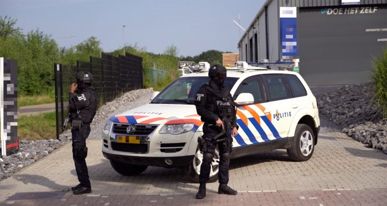 Zwaarbewapende politie valt pand binnen in Landgraaf