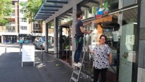 Outlet kleding- en speelgoedbank Geleen in no-time 'uitverkocht': gratis spullen vliegen de winkel uit