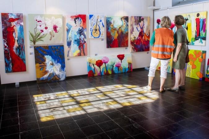 Terpkerkje in Urmond fleurt op door kunstenaars met een verstandelijke beperking