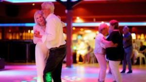 'Rondreizend circus' van dansende senioren staat even stil in Amby