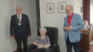 Burgemeester Landgraaf bezoekt honderdjarige mevrouw Ruiters-Franken