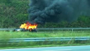 Groepje scooterrijders steekt auto in brand na verkeersruzie in Brunssum