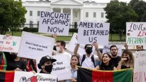 Amerikaanse Afghanen boos en teleurgesteld: 'Biden, je hebt ons verraden'