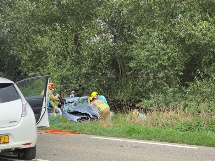 Frontale botsing in Horn: een persoon zwaargewond uit auto geknipt