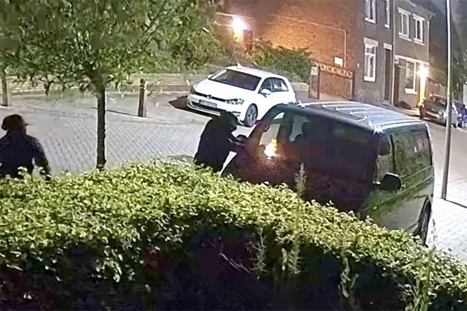 Roger ontsnapt aan inferno na brandstichting in Heerlen: daders op bewakingsbeelden te zien