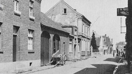 De metamorfose van de Ecrevissestraat in Obbicht: 'Het hele dorp huilde toen 't Törp in vlammen opging'