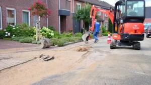 Hoofdwaterleiding gesprongen in Arcen; twintig huishoudens zonder water