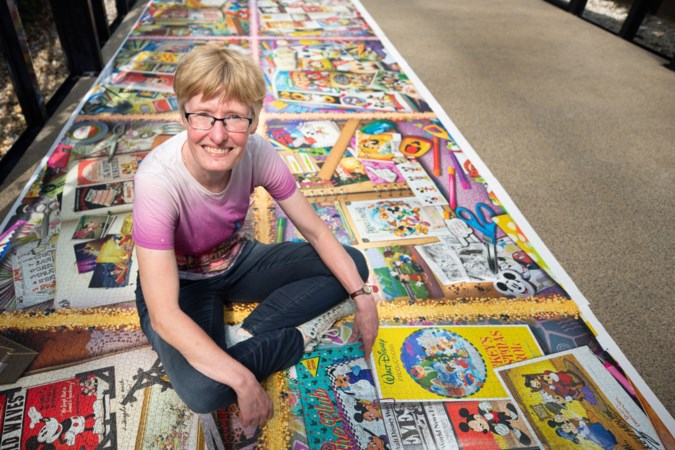 Marieke legt 'grootste puzzel ter wereld' in binnentuin appartementencomplex in hartje Maastricht