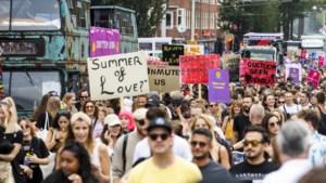 Duizenden demonstreren tegen coronamaatregelen: 'Knokken voor onze sector'