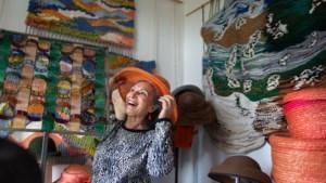 Júlia moest elke morgen een Sieg heil-groet brengen, nu zoekt ze naar liefde in Limburg